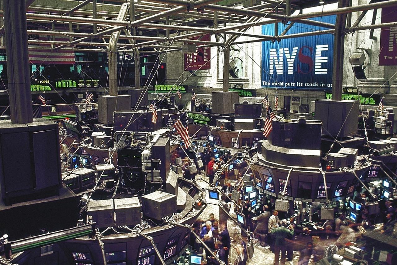 WealthNaviとTHEOの運用成績【7ヵ月目】ー世界同時株安!弱気相場に突入?ー